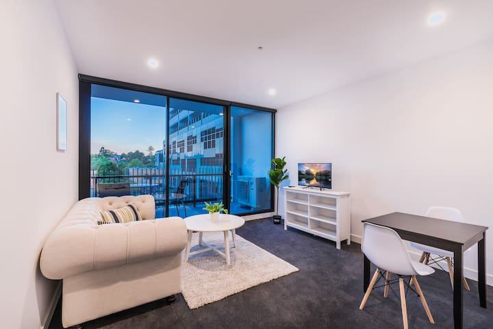 40 Brand New 2Bd 2ba Box Hill Central w/Parking