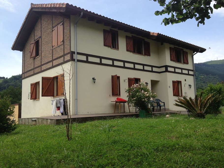 Farmhouse carranza basque country houses for rent in for Spanish country houses