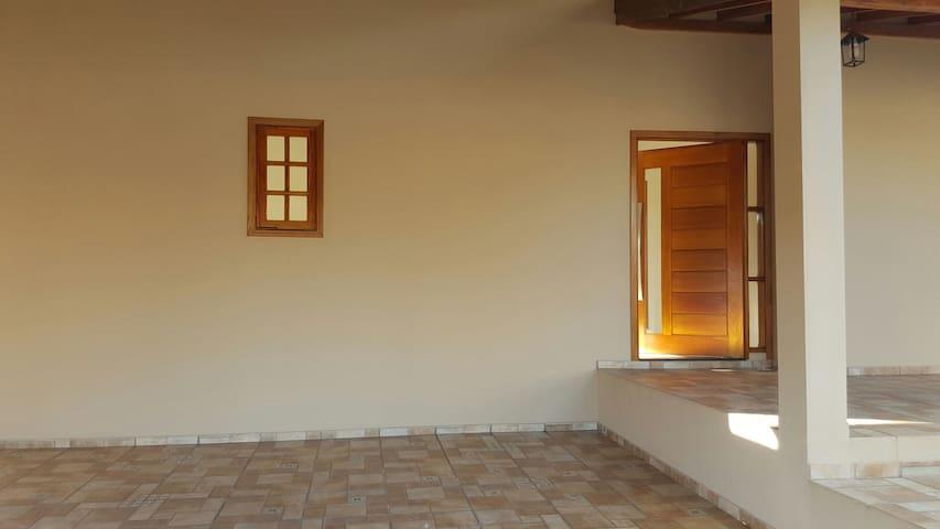 3 quartos/2 banheiros -5min centro - Brotas - Casa