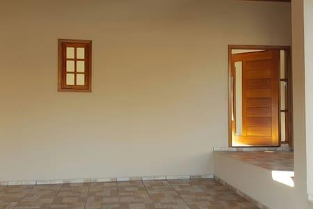 3 quartos/2 banheiros -5min centro - Brotas - House