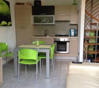 Bilocale zona tranquilla a pochi metri dal centro - Camaiore - fraz. Capezzano Pianore - Villa