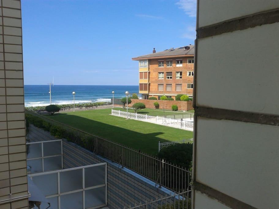 Apartamento vacacional ess00174 vistas al mar apartamentos en alquiler en zarautz euskadi - Apartamentos sobre el mar zarautz ...