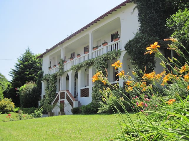 Beautiful B&B on the edge of town - Bagnères-de-Bigorre - Bed & Breakfast