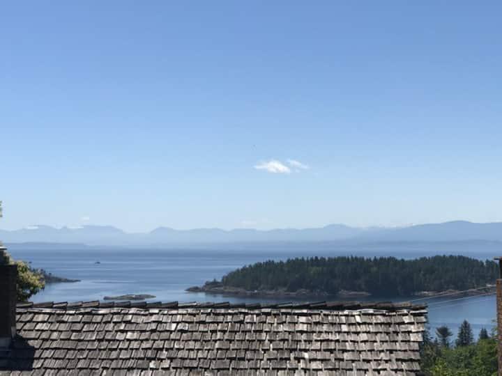 """Passiflora"" - Beautiful Private Suite-Ocean Views"