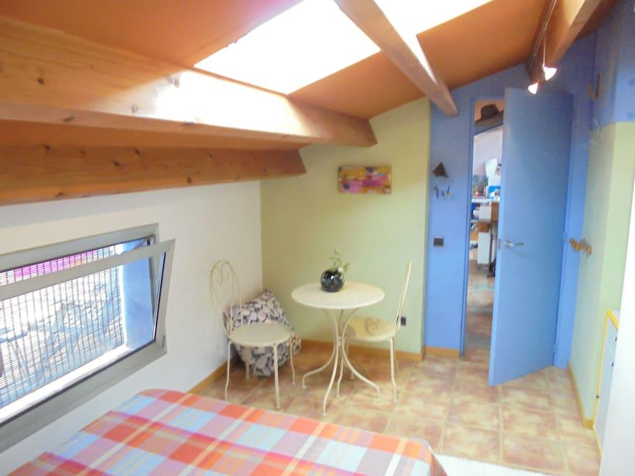 !Desde la cabecera de la cama¡ (puerta,ventana y claravoia)
