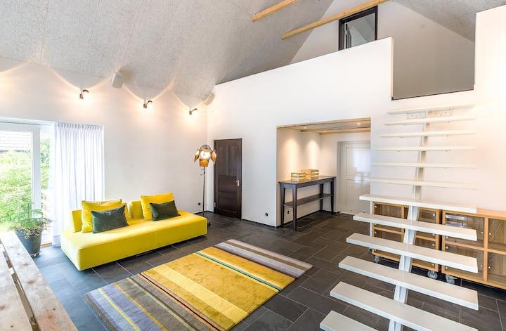 Studion på loftet i två plan