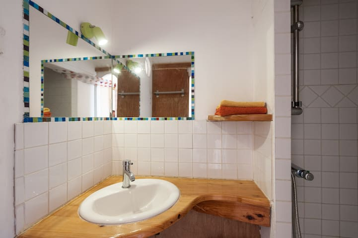 salle d'eau avec douche
