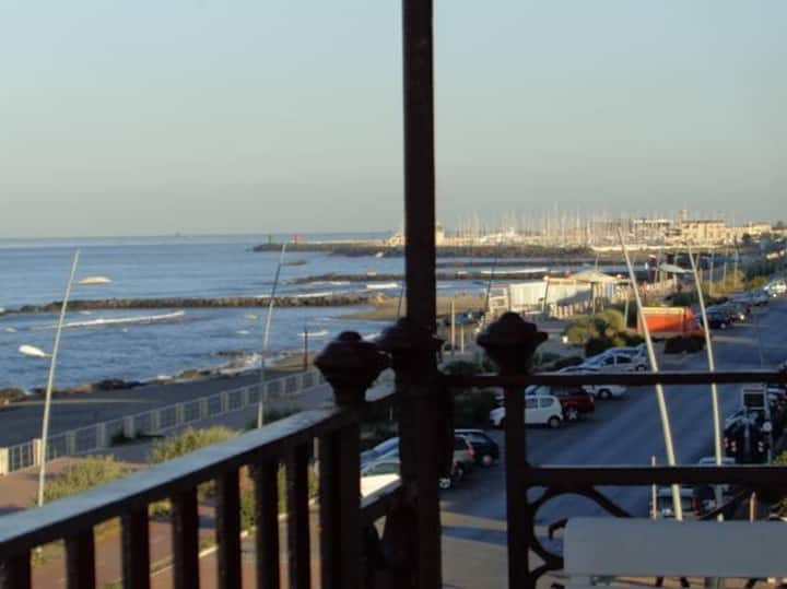 80sqm Elegant Beachfront Flat Ostia