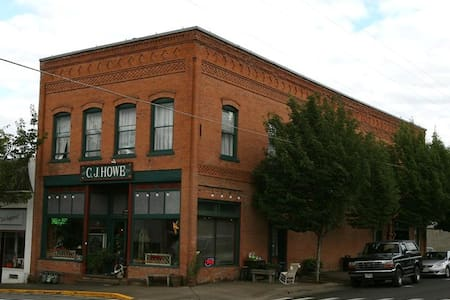 C.J. Howe Loft - Near OSU and UofO - Brownsville - Eugene