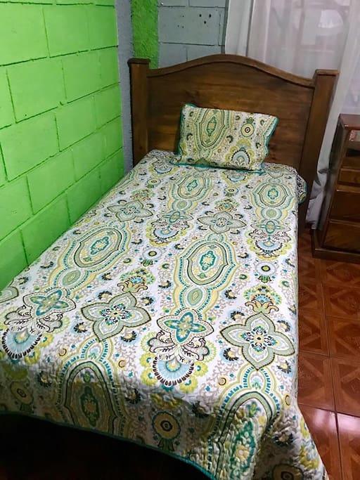 Una de las camas / one of the beds