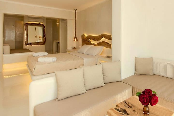 New luxury suite  for 4+ people 1 k from the port