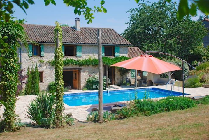 Lovely secluded farmhouse - La Chapelle-Montbrandeix - Hus