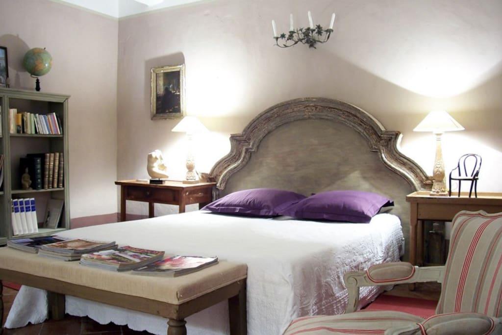 grande suite toscane chambres d 39 h tes louer ortaffa. Black Bedroom Furniture Sets. Home Design Ideas