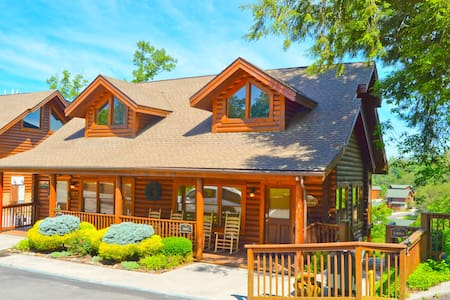 The best location!  Book Now! - Pigeon Forge - Blockhütte