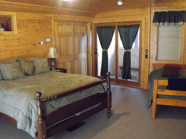 Pine Tree Room - Fox Carlton Pond Camps/Campground