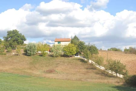 """La terza quercia""  country-BandB - montecastrilli - Bed & Breakfast"