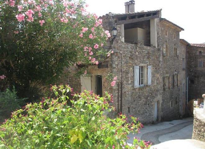 Maison en pierres proche rivière. - Mialet - Hus