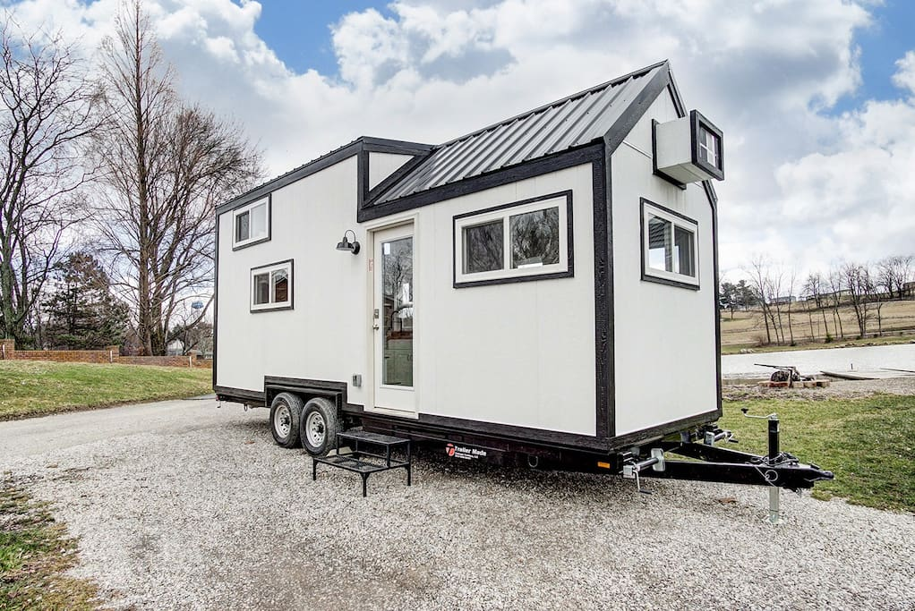 tiny house near the ohio river tiny houses for rent in madison indiana united states. Black Bedroom Furniture Sets. Home Design Ideas
