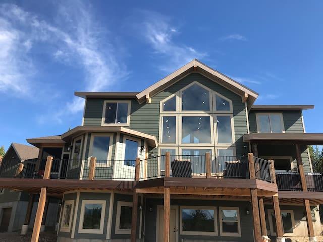 Retreat @ Island Park - Luxurious Near Yellowstone