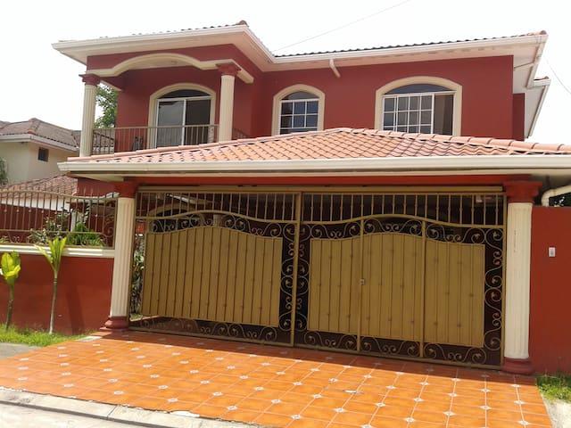 Habitacion dentro de una casa - San Pedro Sula - Casa