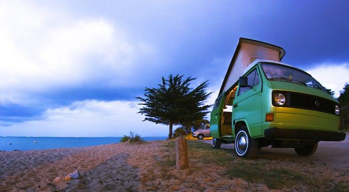 Combi Vw Camper Van Vintage vue sur mer Oléron &+