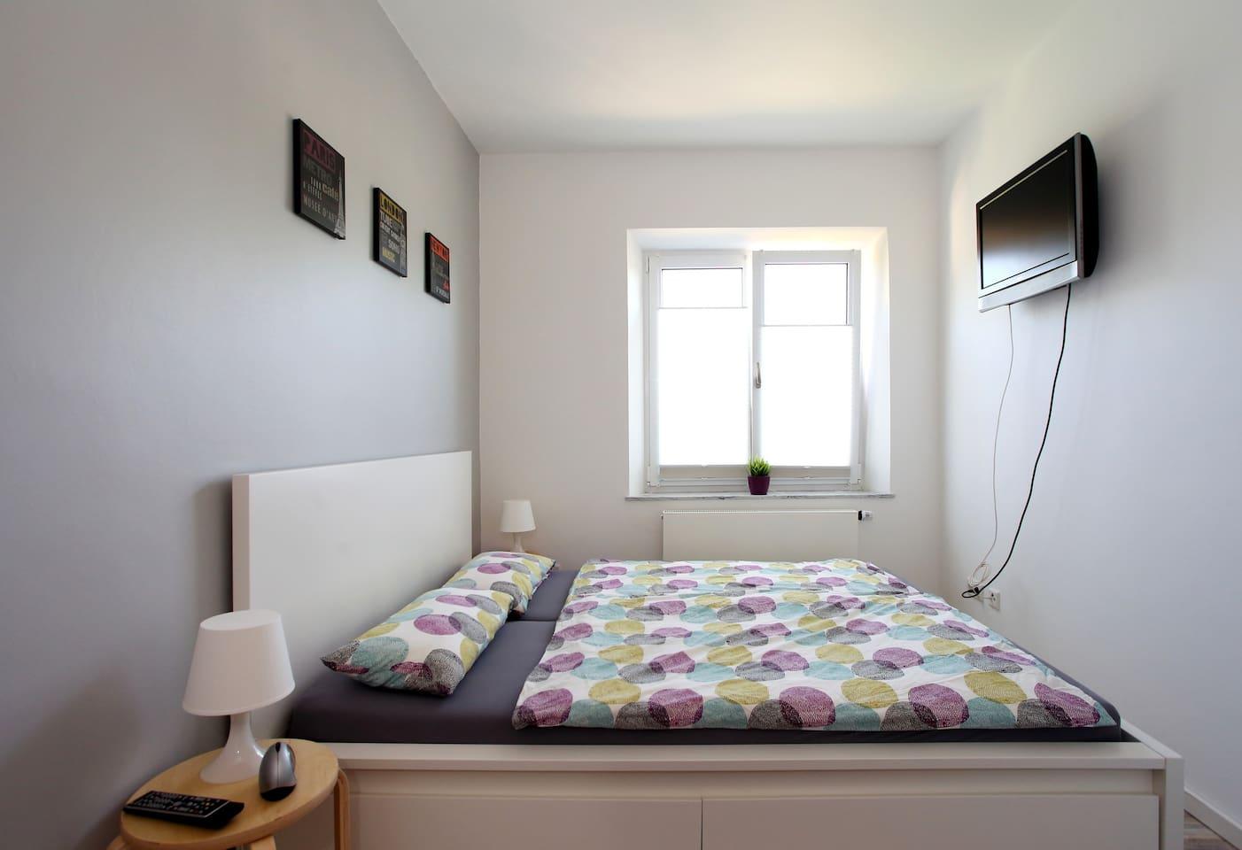 Schlafzimmer mit TV (Kabel) bedroom with TV