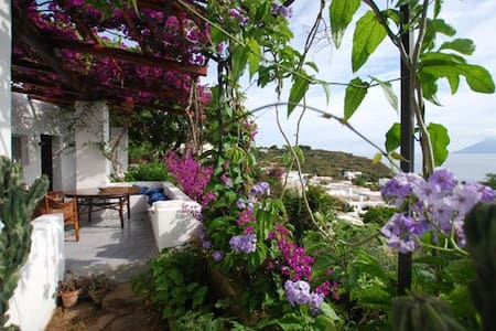 Beautiful traditional historic house in Panarea - Panarea - Casa