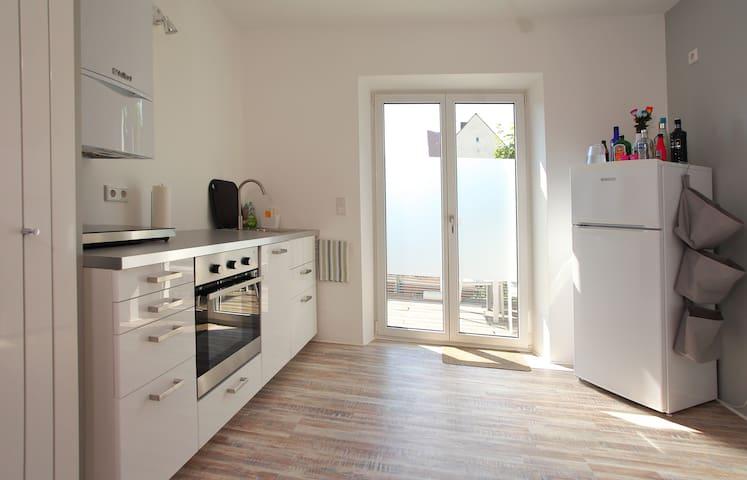 Küche mit kompletter Einrichtung full equipped kitchen