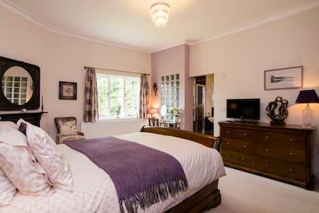 Beautiful former Coachmans Cottage - Sale