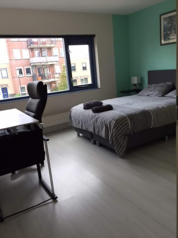 Yellow bedroom close to Alkmaar