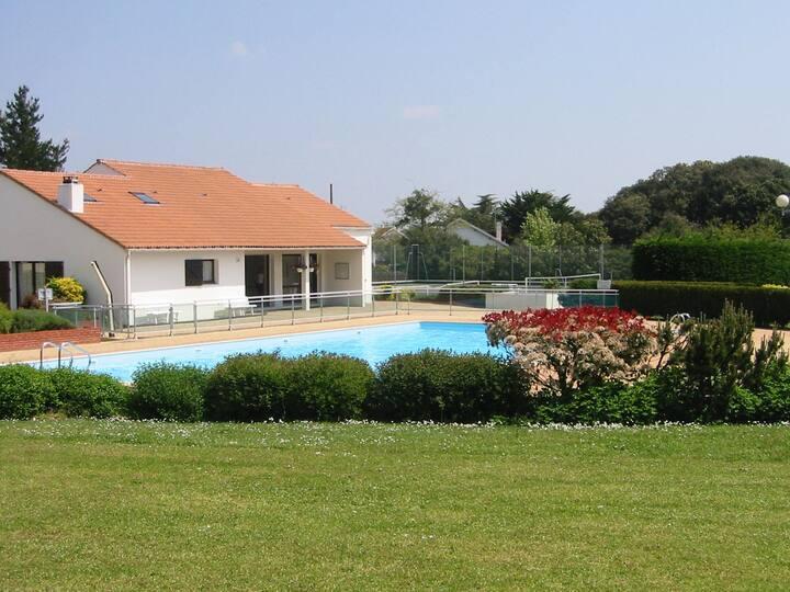 Maison proche vieux port et plage + piscine