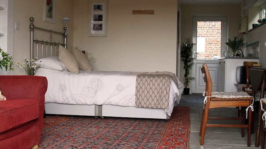 Relaxing private apartment in Burwash Weald - Burwash - Bed & Breakfast