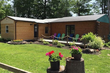 Super Clean, Pet Friendly Cottage! WiFi, Netflix! - Alexandria Bay - Maison