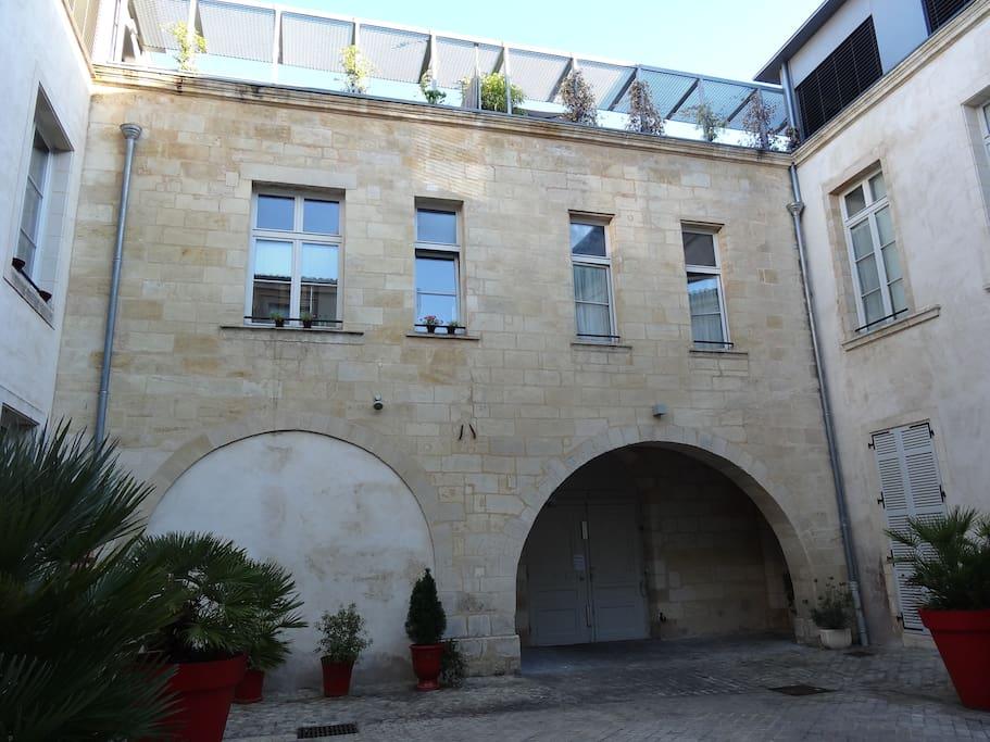Beau t3 bdx centre avec terrasse appartements louer for Location appartement bordeaux centre t3