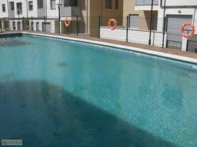 Apartamento jardín, piscina y garaje (2)