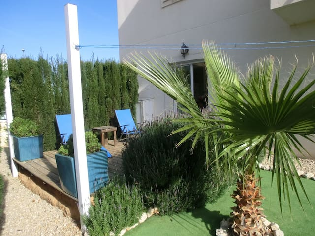 Appartement, begane grond, privé tuin, strand 300m