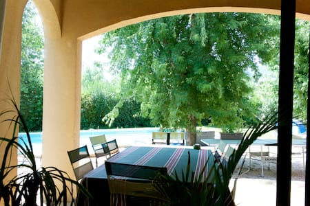 Villa simple et chaleureuse - Saint-Christophe-Vallon - Hus