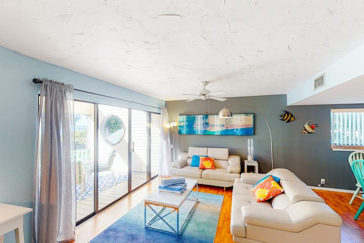 Bright Townhouse with Ocean Views, WiFi, and Central AC - Snowbird-Friendly!