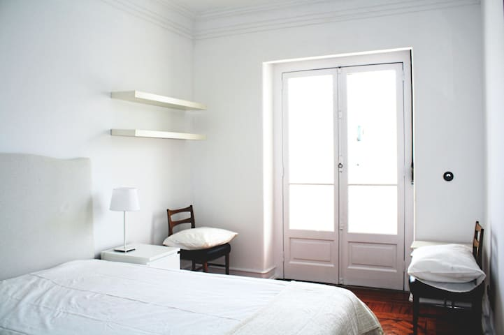 Excellent location, next to subway. - Lisboa - Apartment