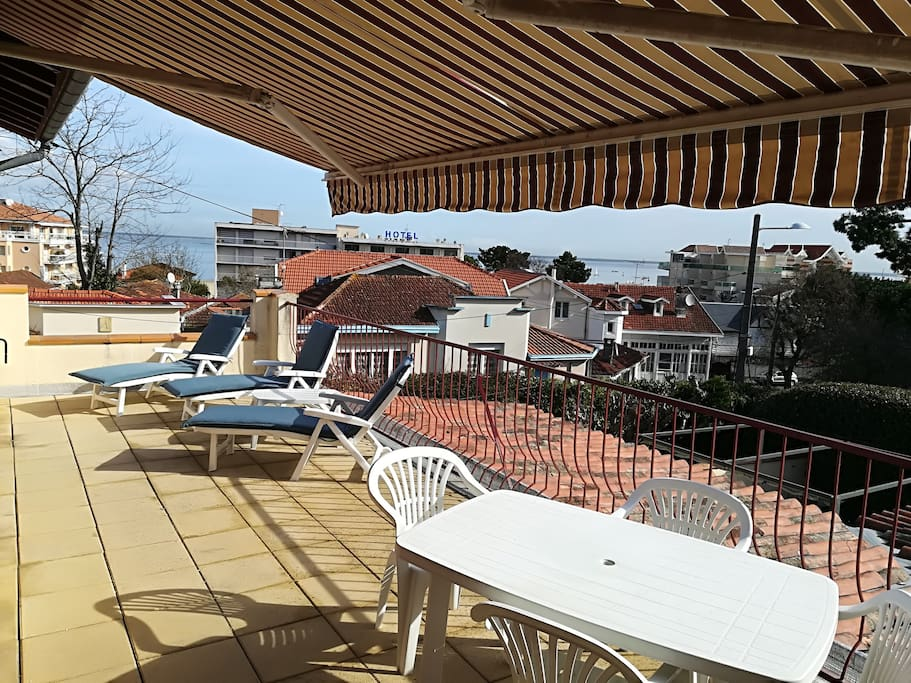 joli t3 avec terrasse 30m2 vue mer apartments for rent in arcachon aquitaine france. Black Bedroom Furniture Sets. Home Design Ideas