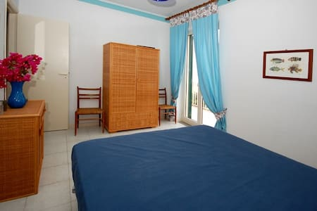 VLM5 Room with shared Garden in Villa by the beach - Mongiove