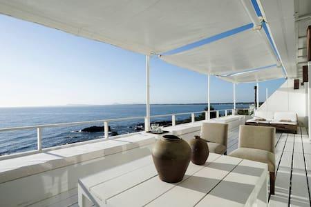 Increíble apartamento sobre el mar