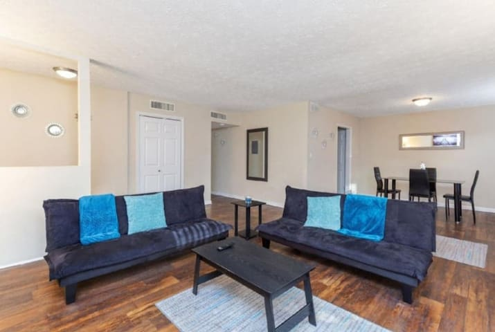 2br/2ba/suntrust/ Roxy Theater/ Cobb Galleria