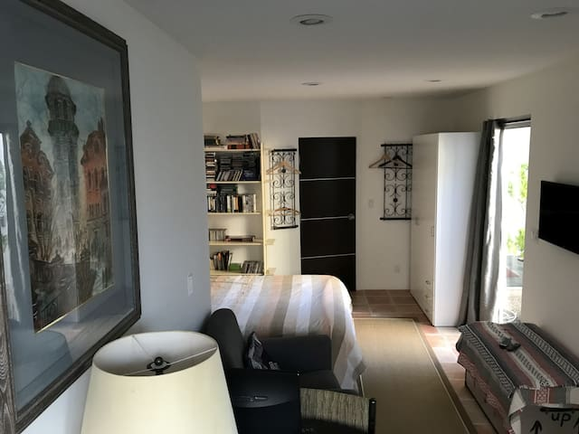 Contemporary Private Room and Bath in Del Mar