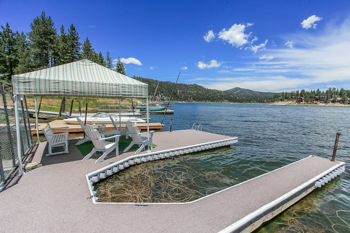 # LAKEFRONT The COVE - BOAT DOCK & HOT TUB