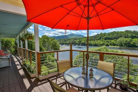 Riverfront Retreat by Cornish-Windsor Bridge - Cornish