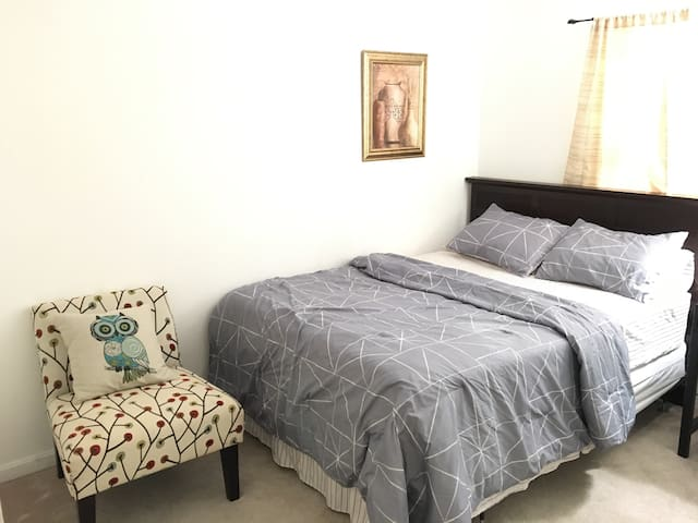 Cozy budget friendly room + free parking - Suitland-Silver Hill - Appartement en résidence