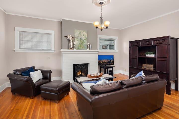 Charming Craftsman Seattle Apartment - Seattle - House