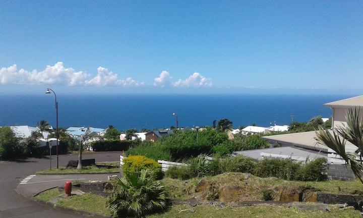 Logement au-dessus d'une villa avec vue mer