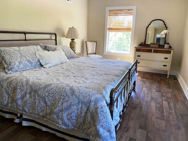 Bedroom 2: king-sized bed